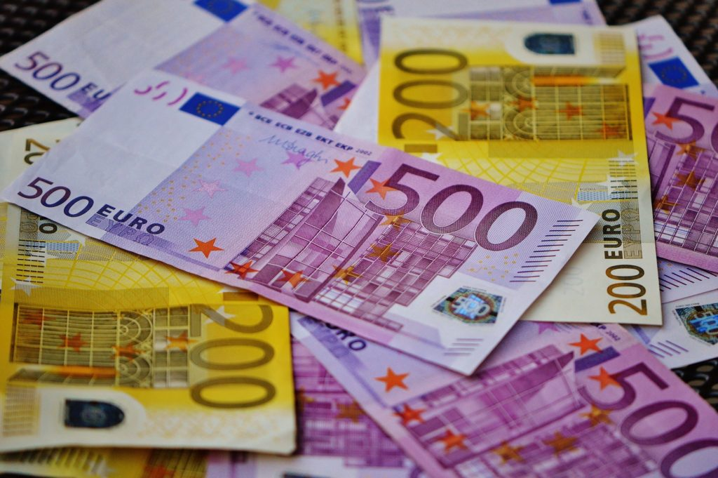 Viel Geld: Wie würdest du 10.000 Euro sinnvoll anlegen?