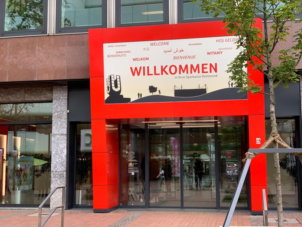 Der Eingang der Sparkasse Dortmund in der Innenstadt